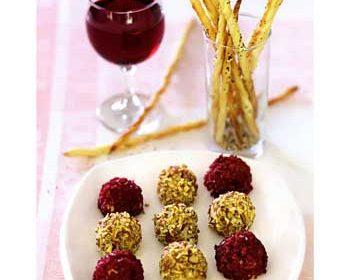 Сырные шарики с хлебными палочками