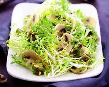 Салат с шампиньонами и грецкими орехами