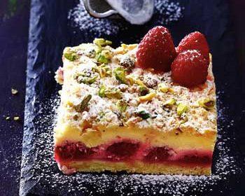 Пирог с творожной начинкой и малиной