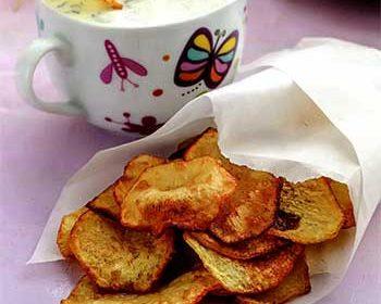 Картофельные чипсы с творожным дипом