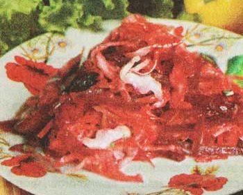 Салат из капусты, свеклы, винограда и яблок «Машенька»