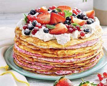 Блинный торт со смородиновым кремом