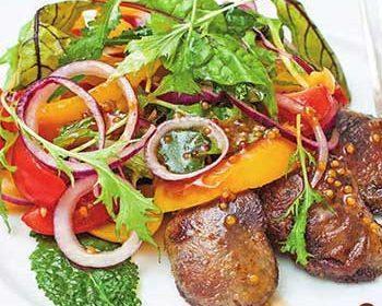 Салат с куриной печенью, болгарским перцем и апельсином