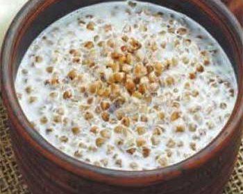 Гречневая каша с молоком в горшочке