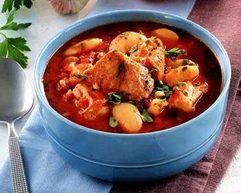 Суп из свиного карбонада с белой фасолью и помидорами
