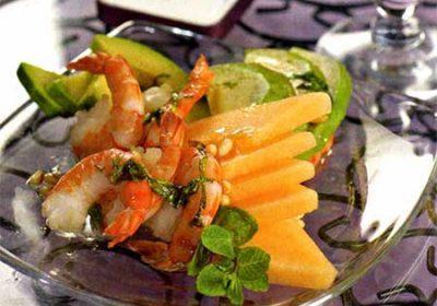 Салат из дыни, авокадо и креветок