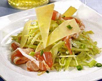 Салат с сельдереем, окороком и пармезаном