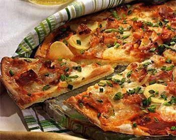 Пицца с картофелем и грудинкой