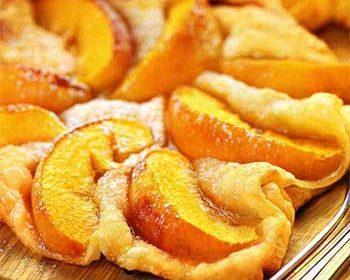 Слойка с персиками